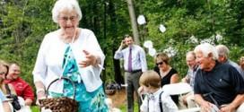 جدة بريطانية تتلقى 5700 بطاقة تهنئة بعيد ميلادها الـ104