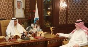 محافظ الفروانية الشيخ فيصل الحمود الصباح مع رئيس التحرير الزميل جمال السويفان